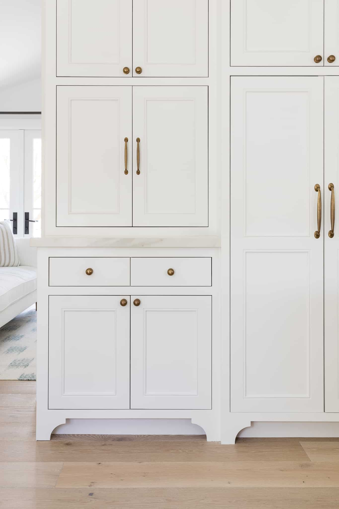 Kitchen Cabinet Knobs and Pulls: A Perfect Pair - Mindy Gayer Design - Port Newport Project